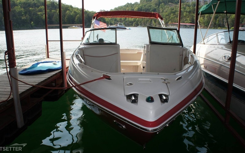 Peoria Heights Boat Rental - Rinker 246 Captive Bowrider