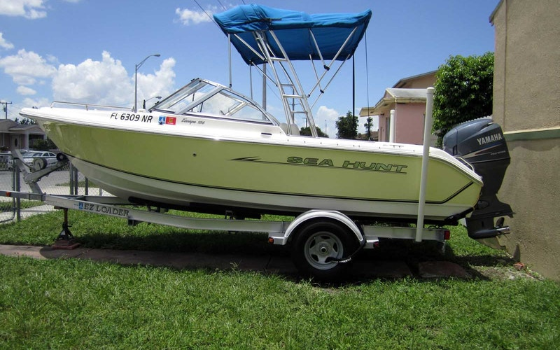 North Miami Beach Boat Rental - Seahunt 186