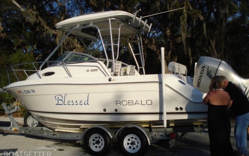 Oviedo Boat Rental - Robalo R225