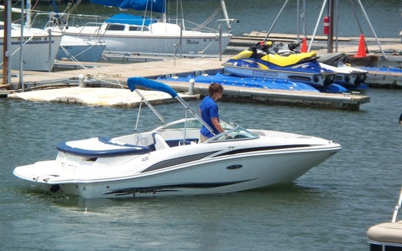 Grapevine Boat Rental - Sea Ray 185 Sport