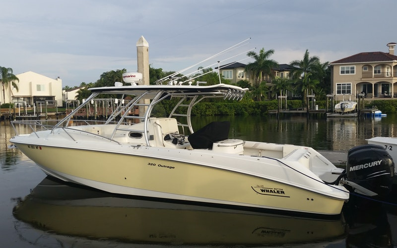 Tampa Boat Rental - Boston Whaler Outrage Cuddy