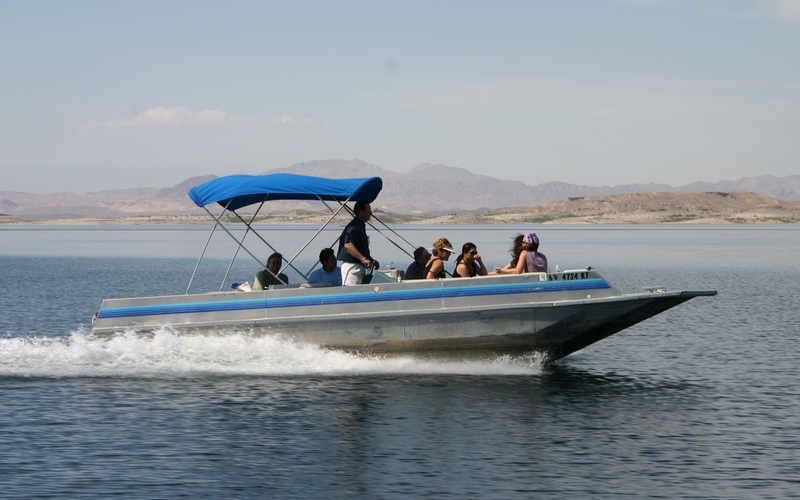 Searchlight Boat Rental - 26' Deck Cruiser